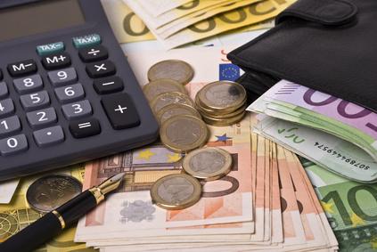 Money, purse, pen and calculator